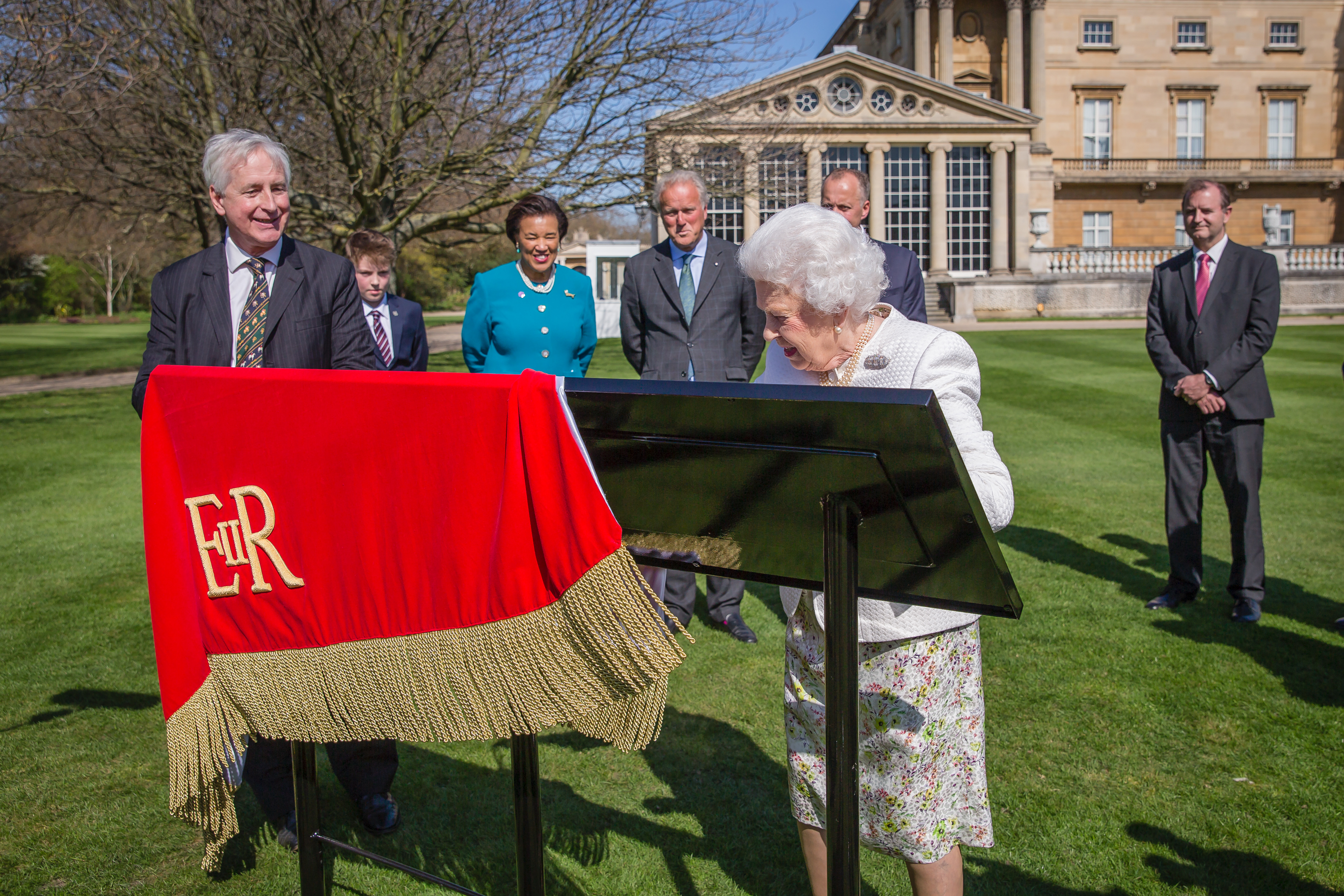 Her Majesty The Queen launches a new Commonwealth Walkway in London